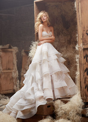 hayley-paige-bridal-english-net-geometric-natural-ball-gown-twist-sweetheart-horsehair-tiered-chapel-6400_lg.jpg 5